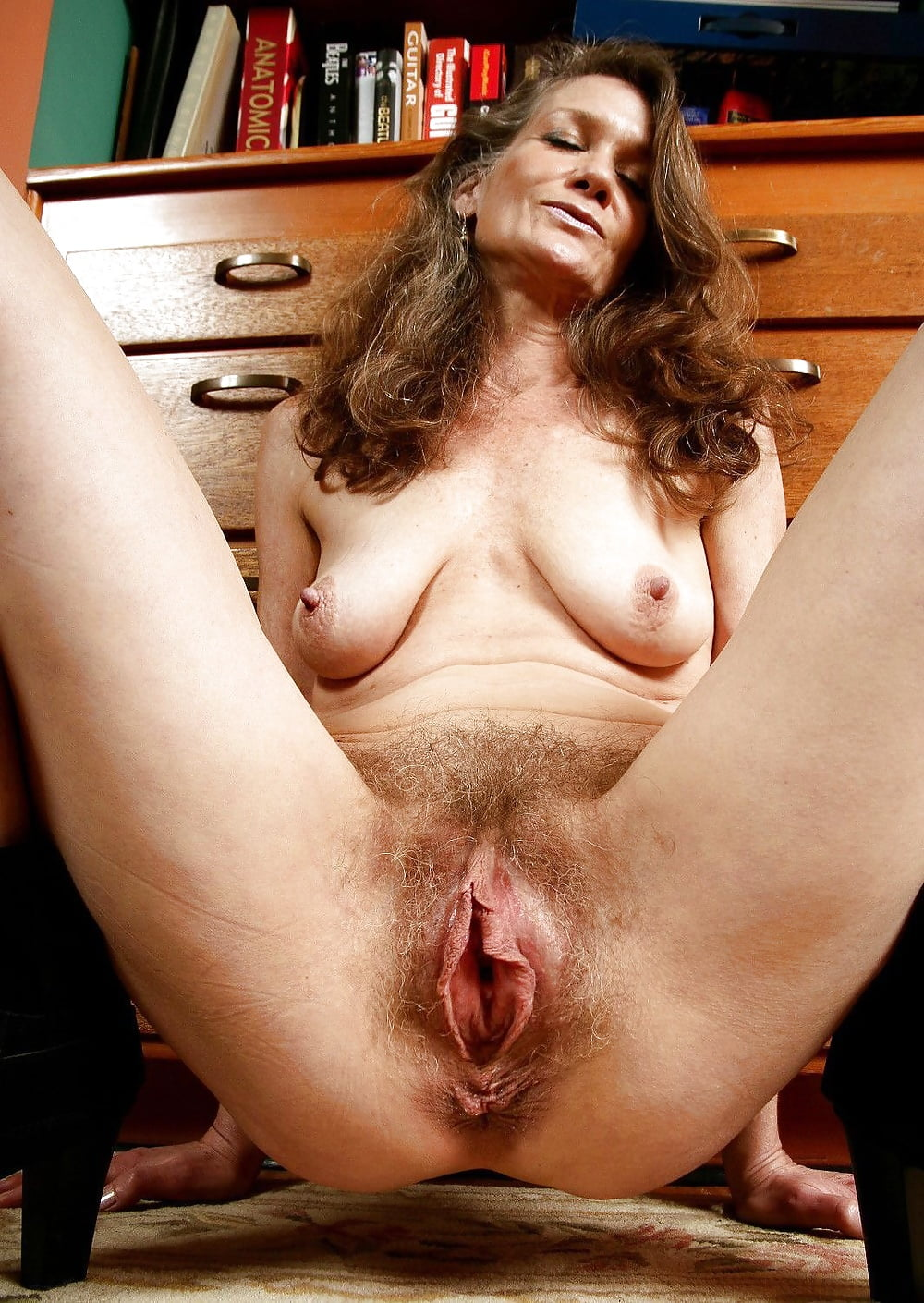Mature pussy with big boobs